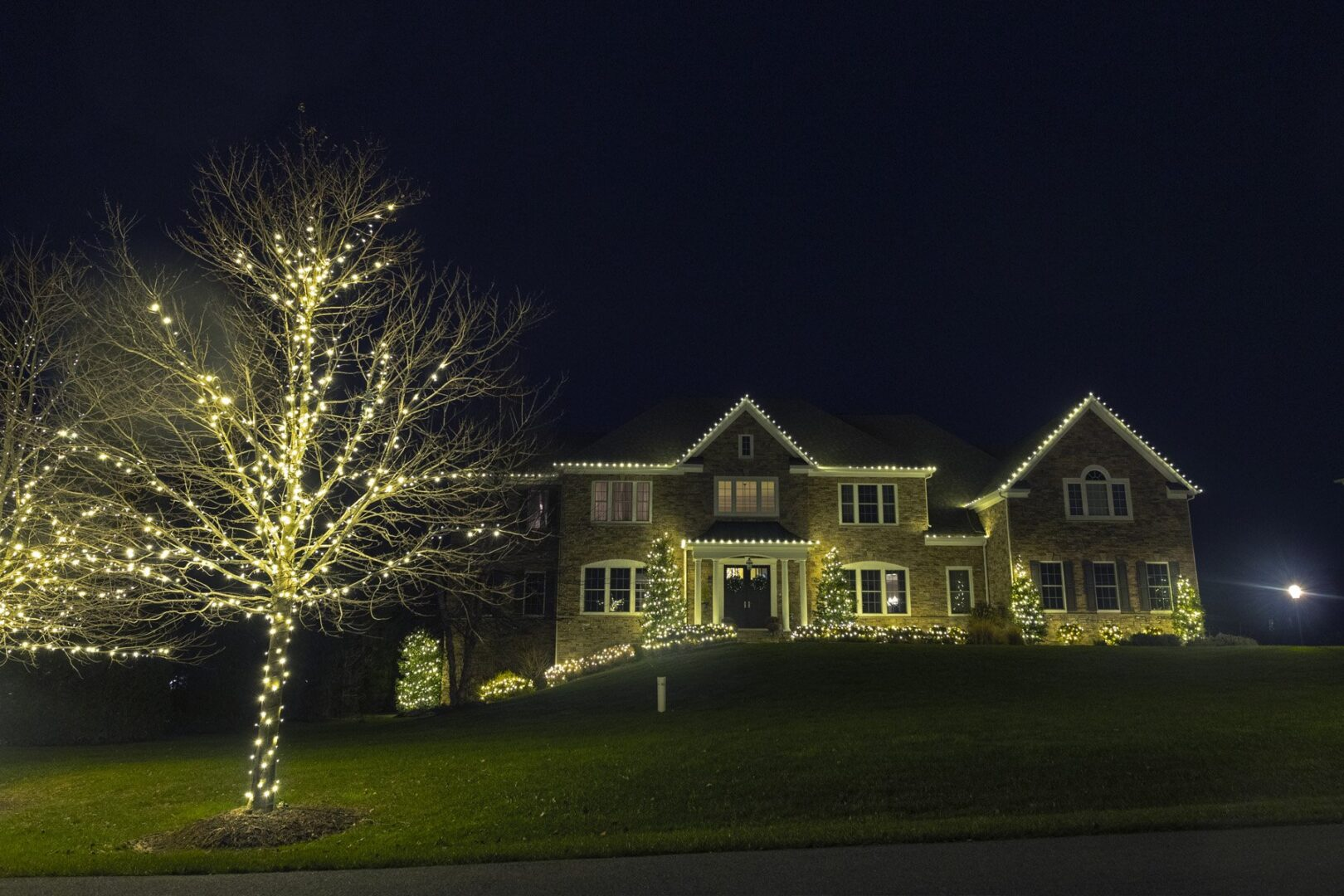 holiday light installer